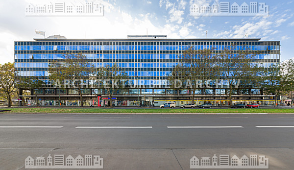 ehemaliges kadewe m belhaus berlin architektur bildarchiv. Black Bedroom Furniture Sets. Home Design Ideas