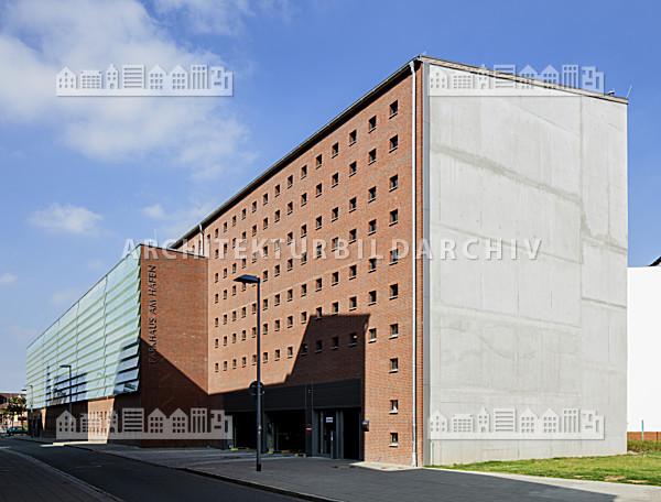 parkhaus am hafen stralsund architektur bildarchiv. Black Bedroom Furniture Sets. Home Design Ideas